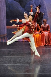 Maiki Saito performs in MSB's Swan Lake 2012