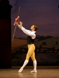 Ricardo Cervera performs with the Royal Ballet (photo by Bill Cooper)