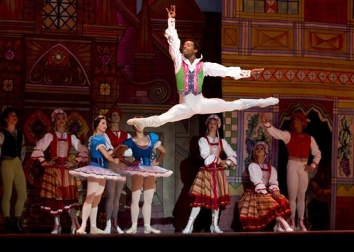 Osiel Gounod in Coppelia (photo by Dance Europe)