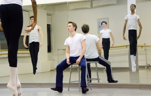 Maxim Beloserkovsky teaching pre-professional men's class at Ballet Academy East (Photo by Kyle Froman)