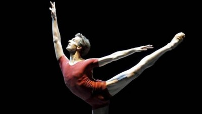 Evan McKie on stage with the Stuttgart Ballet (Stuttgart Ballet)