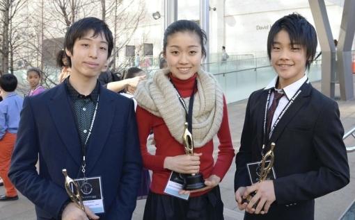 Haruo Niyama, Yuki Sugiura and Jun Masuda pose in New York  after winning top prizes in the Youth America Grand Prix (Kenji Kato, The Yomiuri Shimbun) 2014