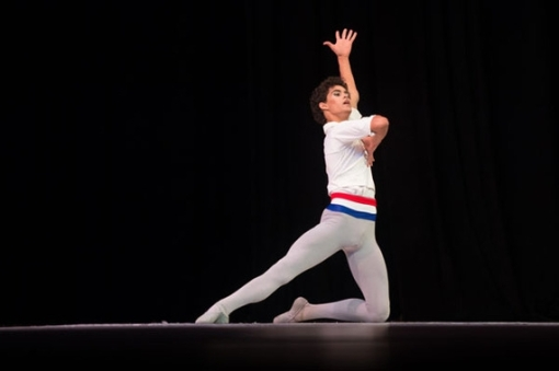 Francisco Serrano on stage at the XII Concurso Internacional para Jóvenes Estudiantes de Ballet (Elaine Litherland,Sarasota Herald-Tribune) 2014