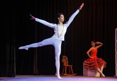 Rodney Catubay, 18,  performs in a Christmas show in Manila by the De La Salle Santiago Zobel School (South China Morning Post) 2015