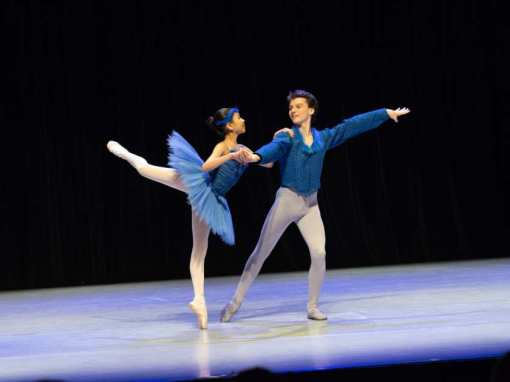 Mateo Picone and Karolyn Chen in the Bluebird pas de deux from The Sleeping Beauty at the American Dance Awards (Ballet Quest)
