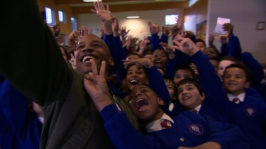 Eric Underwood with boys at Berger Primary School in East London (Hackney Gazette) 2016